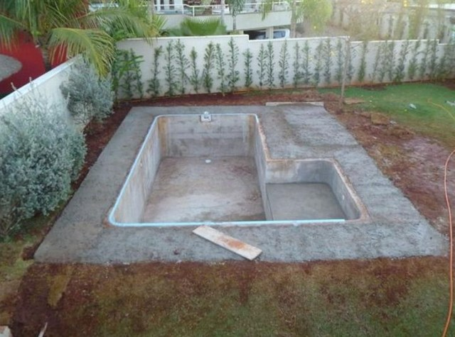 Бассейн своими руками во дворе частного дома